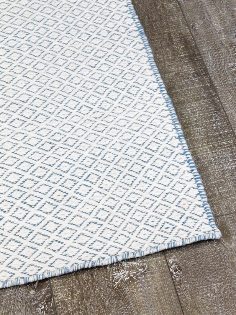 Braid Pastille Ivory Blue flatweave made from 100% pure wool corner image