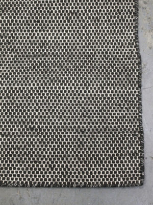 Sorrento Natural Charcoal White flatweave rug corner image