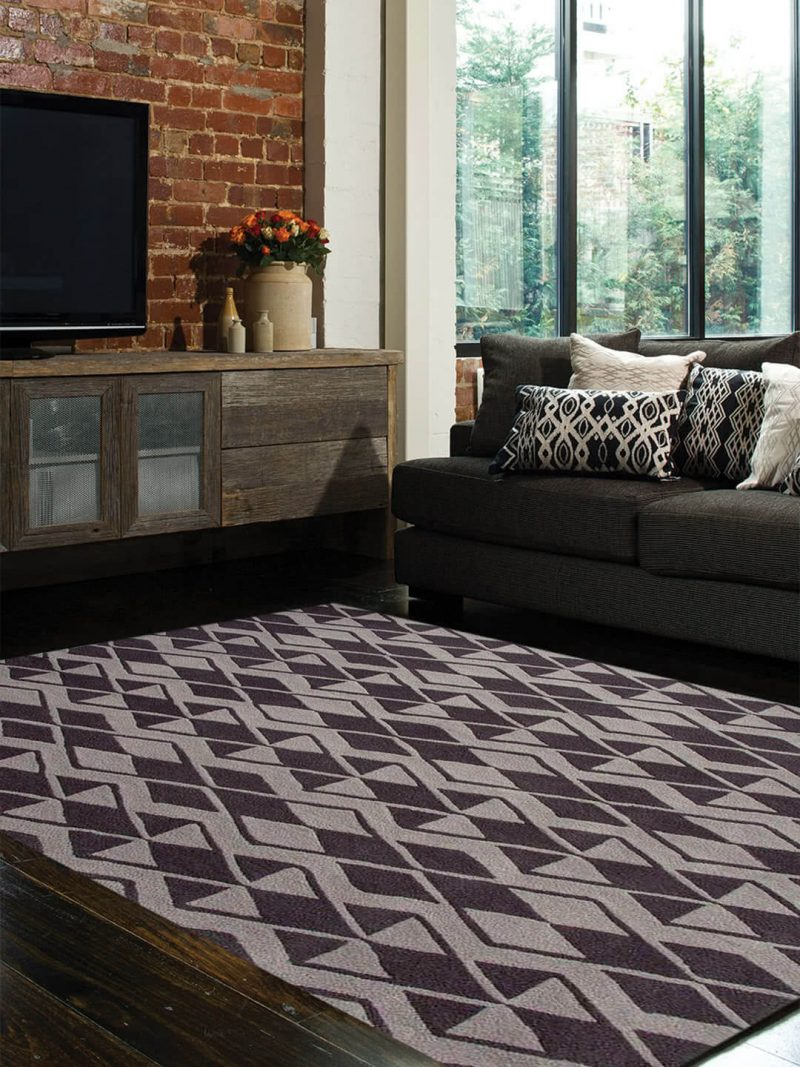 Labyrinth Ash A smart trailing diamond design hand tufted in New Zealand wool blend.