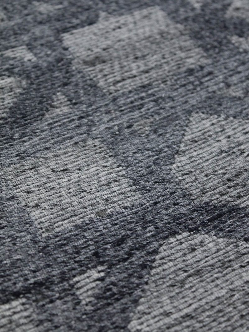 Vetro Denim reversible rug in handwoven wool and artsilk mix - detail image