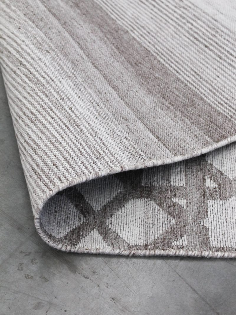 Vetro Silver/Taupe reversible rug in handwoven wool and artsilk mix