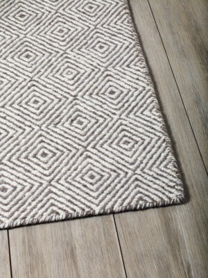Braid Diamond handmade flatweave rug in Natural / Grey - corner image