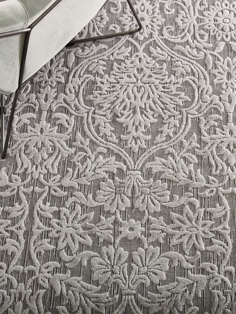 Metz Silver rug handmade in wool and artsilk with tones of grey in traditional pattern