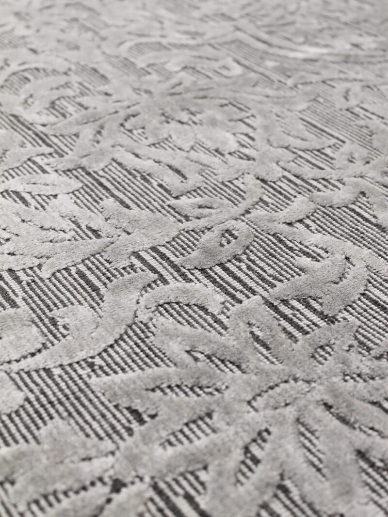 Metz Silver rug handmade in wool and artsilk with tones of grey in traditional pattern - detail image
