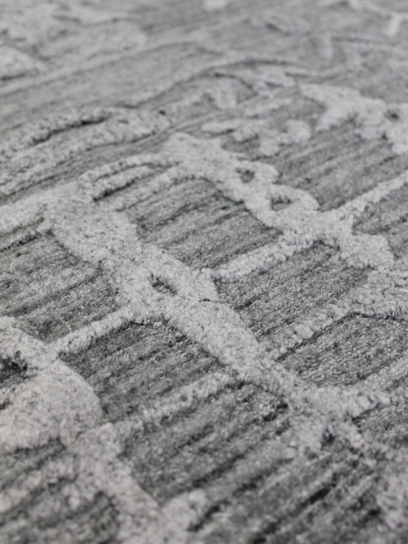 Chateau 173 Silver rug handmade in wool & artsilk - close up texture detail image